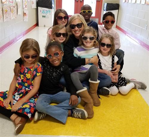 Clinton Park students (group) celebrate Red Ribbon Week